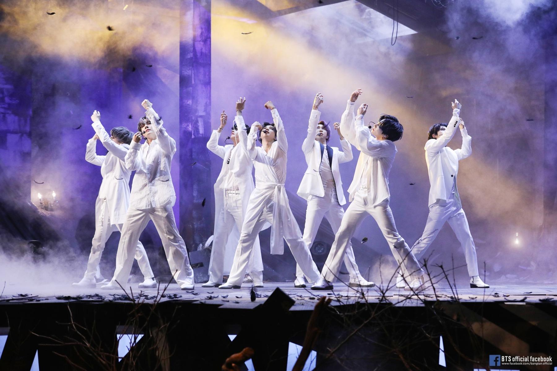 """>Vừa thông báo comeback, BTS tiếp tục khiến fan """"ngộp thở"""" với phim điện ảnh Break The Silence vào tháng 9"""